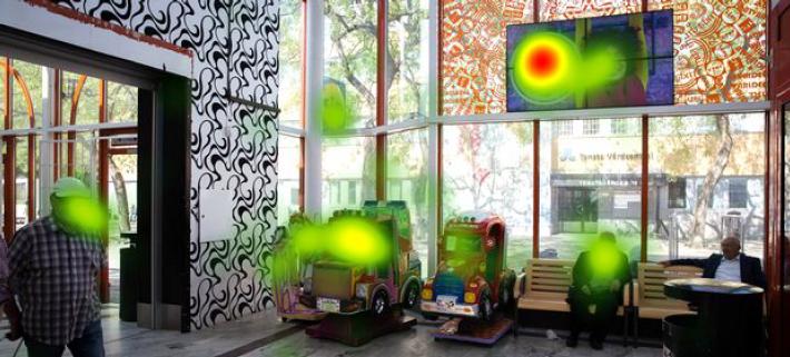 """Bilden visar en så kallad heat map (värmekarta) på vilka områden som drar konsumenternas uppmärksamhet""""."""